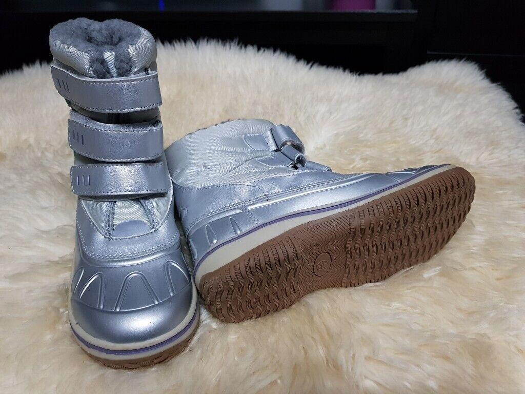 d4f55b59540d Silver Girls Winter Boots size 1.5 UK