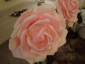 2 GIANT ROSES