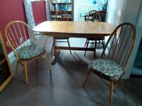 Ercol extending Dining Table and 6 Chairs, 2 are Carver Chairs. Excellent condition