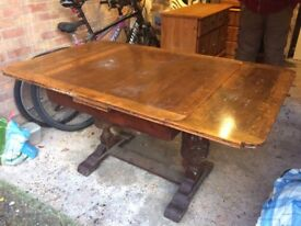 Beautiful extendable Leaf table. Seats 6