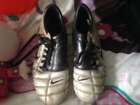 Total 90 football boots size 7