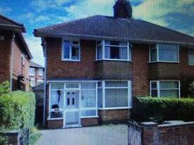 £1,300 pcm - 3 Bedroom House, Reading