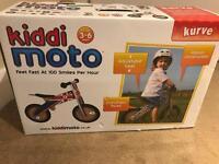 BNIB Girls Kiddi Moto Kurve balance bike