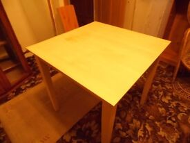 Small square wood table with detachable legs. (Cash and Collection only)