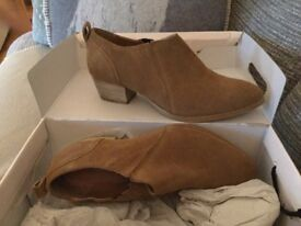Tan suede shoe boots