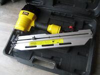 Clarke CFN21 21° Round Head Air Powered 1st Fix Framing Nailer Nail Gun + Plastic Carry Case