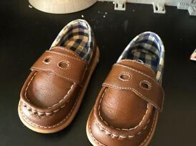 Wee squeak size 7 toddler shoes