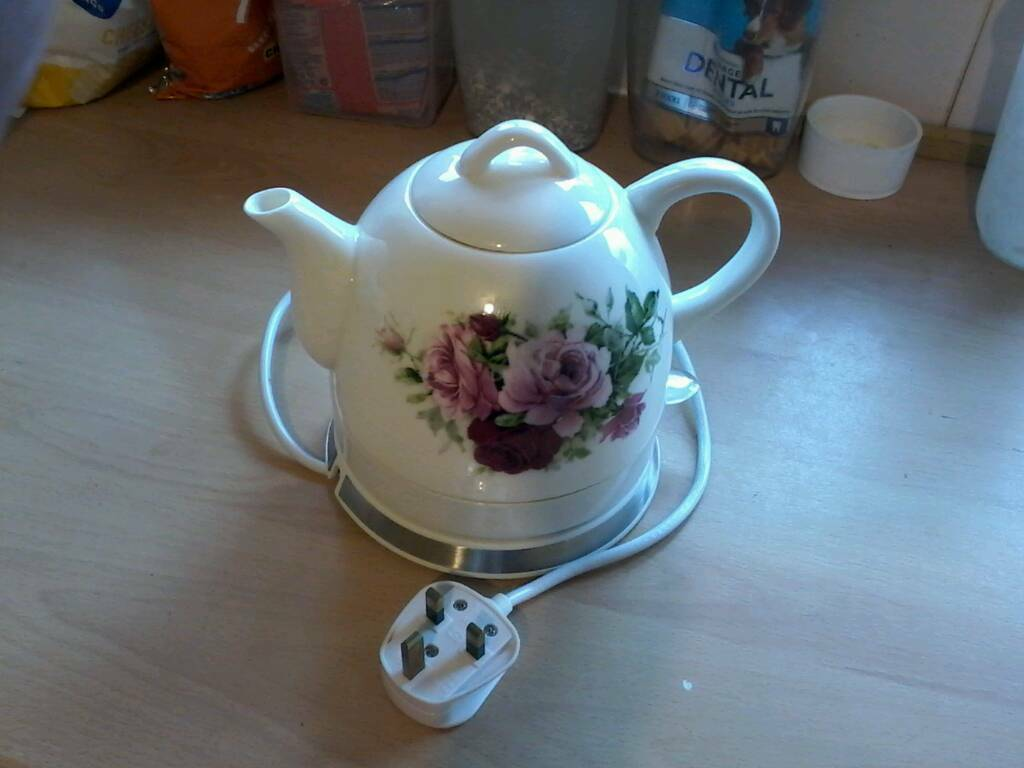 Cordless ceramic kettle in the shape of a teapot. Low wattage. Ideal for caravan