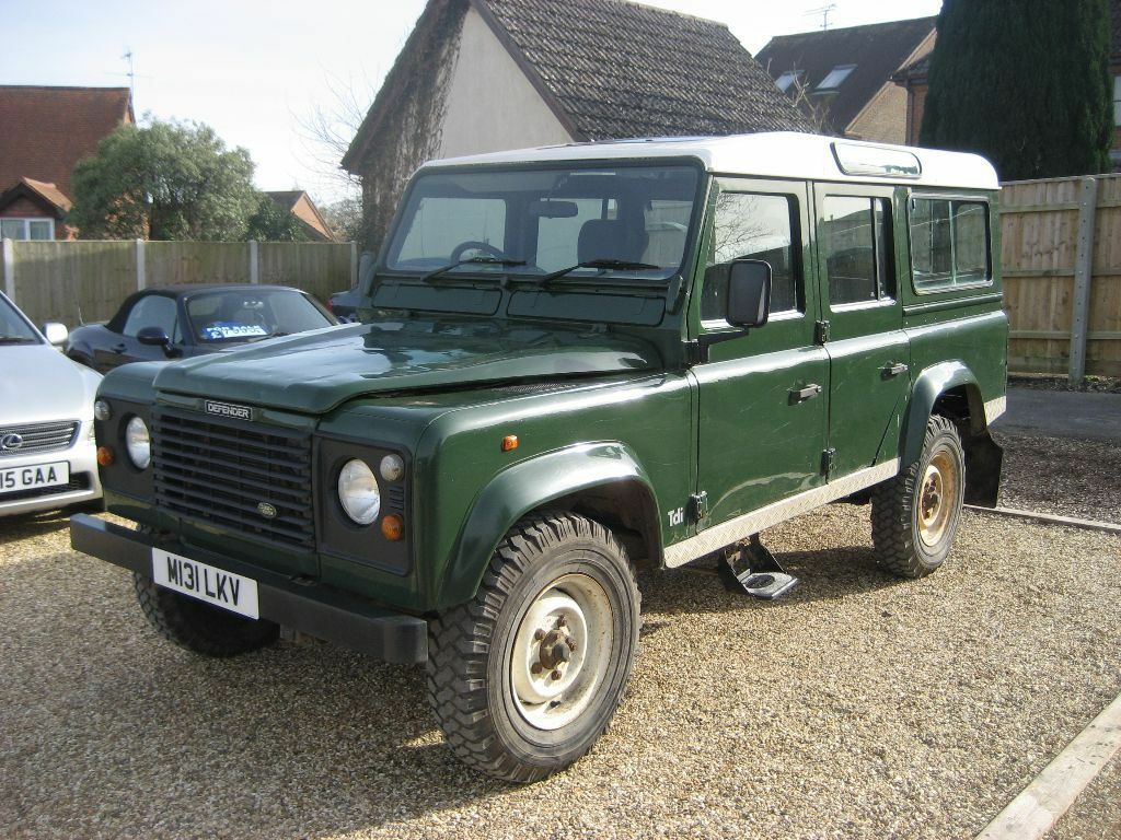 land rover defender 110 5 door county station wagon 300 tdi in green m reg 1995 in poole. Black Bedroom Furniture Sets. Home Design Ideas