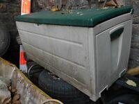 PLASTIC GARDEN TOOL BOX/BUNKER