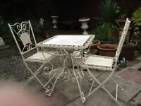 Aluminium garden/patio/balcony vintage style table & 2 foldable chairs