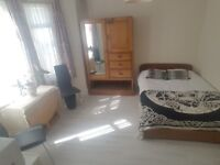 Lovely Large Double Room in Fulham with All Bills and Internet Incl