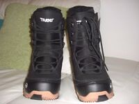snowboard boots trans size 9 never been worn.