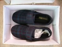 Boxed brand new pair size 7 Clarks men's slippers Bargain £10 was £25 new