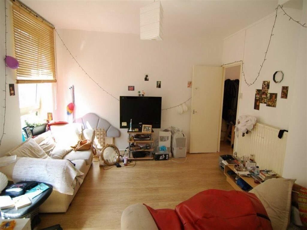 spacious ONE DOUBLE BEDROOM flat FURNISHED 5 mins by walk from LIVERPOOL ST