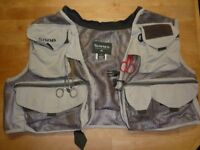 SIMMS FLY FISHING VEST WITH TOOLS. SIZE L