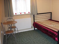 Modern large double room available in Brentford