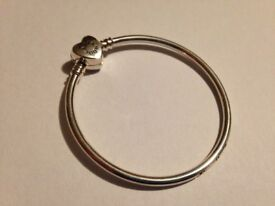"100% Genuine Pandora bangle 17cm. Engraved with ""family forever"". Has diamonte' heart clasp"