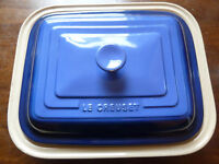 Le Creuset. Roasting dish. Baking dish. Casserole dish. Complete with lid