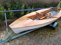 Solo single handed sailing dinghy