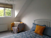 Centre of Cheadle Hulme, near the Train Station - Lovely Room and Bathroom in Luxury Share (only 2)