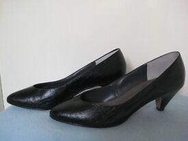 Ladies Elegant Court Shoes