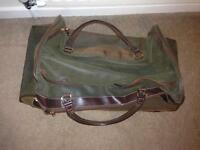 Large wheels holdall