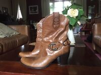 Ladies Italian Designer Cowboy Boots. Size 8 Too high for me now😞 Beautiful boots little worn.