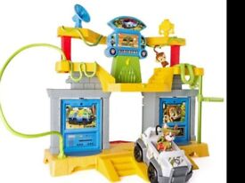 Paw patrol Monkey Temple set inc Tracker and vehicle. NEW
