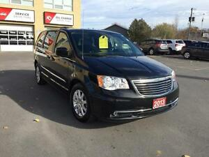 2013 Chrysler Town & Country Kingston Kingston Area image 4