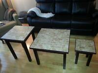 tables de salon en céramique et buffet