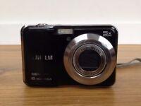 takes great photos ,16 megapixles,HD movie