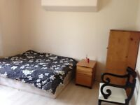 Close to Stratford Westfield -Double room Rent professionals / Females/couples