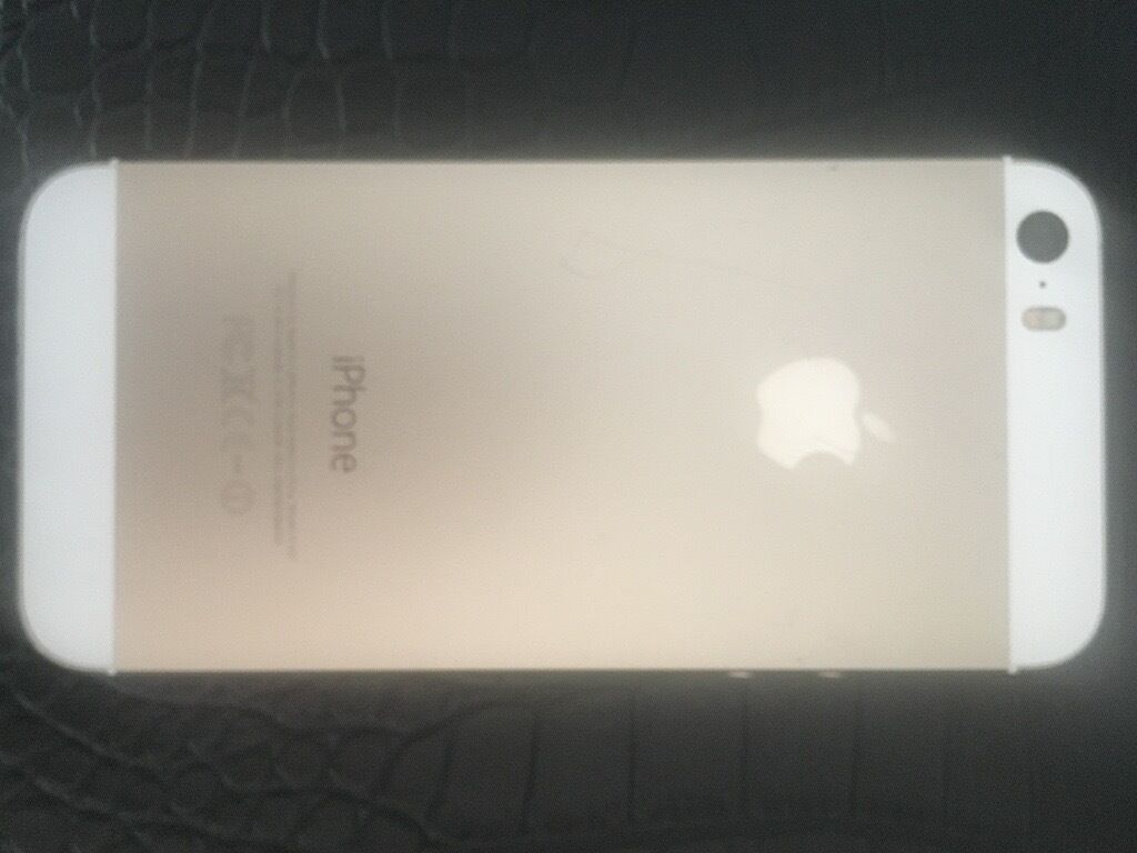 iPhone 5s gold 16gb EEin Worcester, WorcestershireGumtree - iPhone 5s gold 16gb locked on EE Perfect working order except the top lock button can be stiff (it never bothered me) Glittery case supplied with phone