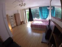 r) AWESOMELY SPACIOUS DOUBLE / TWIN ROOM! PERFECT FOR COUPLES! CENTRAL LINE