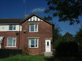 SUPERB 2 BED TOWNHOUSE. MODERN DECOR, NEW BATHROOM, KITCHEN & CARPETS. £675 PCM. BOND AND REFS