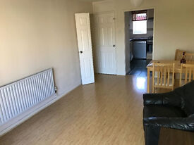 Prime location spacious flat ease of access to Raynes park, wimbledon, kingston off street parking