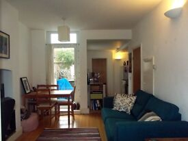 SUPERB GROUND FLOOR ONE BEDROOM FLAT WITH PRIVATE GARDEN- NO AGENTS FEES!!