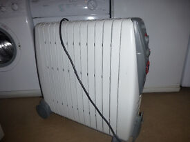 Delonghi oil-filled electric radiator. Free-standing. Good condition.