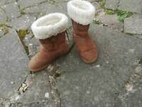 Off brand ugg boots size 5