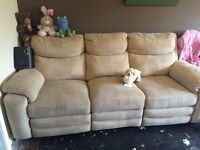 Cream 3 seater sofa reclinable excellent condition