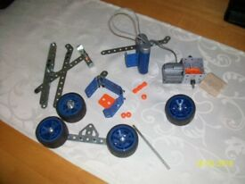 MECCANO BITS WITH ELECTRIC MOTOR AND BATTERY PACK