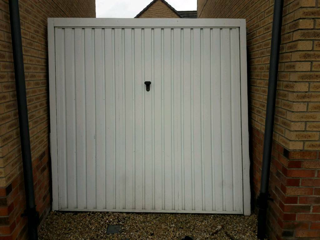 Single garage door 2of