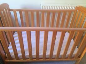 Baby cot +cosytoes foot muff