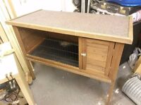 Rabbit hutch in excellent condition 4ft