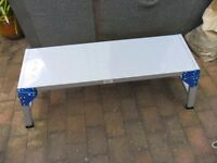very strong decorating/plastering platform never used appx 1m long. folds up - hinged legs