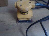 Dewalt DW411 Palm Grip Sander