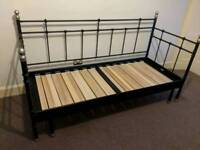 Pull out day bed