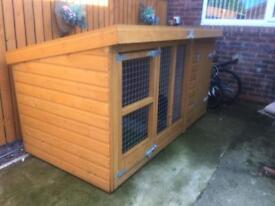 Dog kennel plus run in good condition with felted roof two doors one in Ta run 1 in to kennel