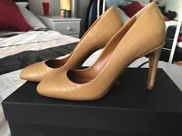 BRAND NEW never worn Hobbs heel shoes square toe Berwick women's crocodile print Caramel size 4 / 37